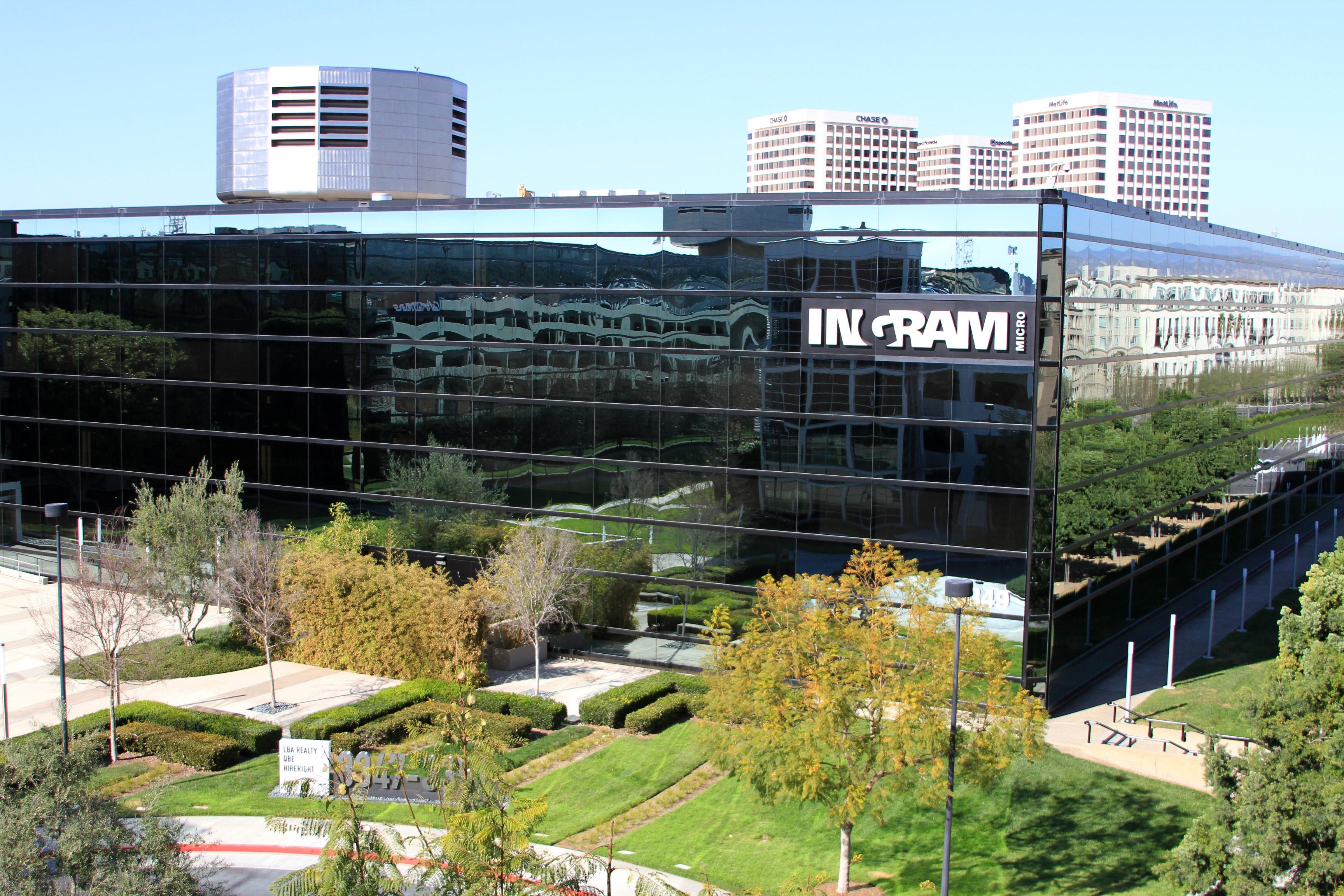 Ingram Micro wychodzi poza dystrybucję IT
