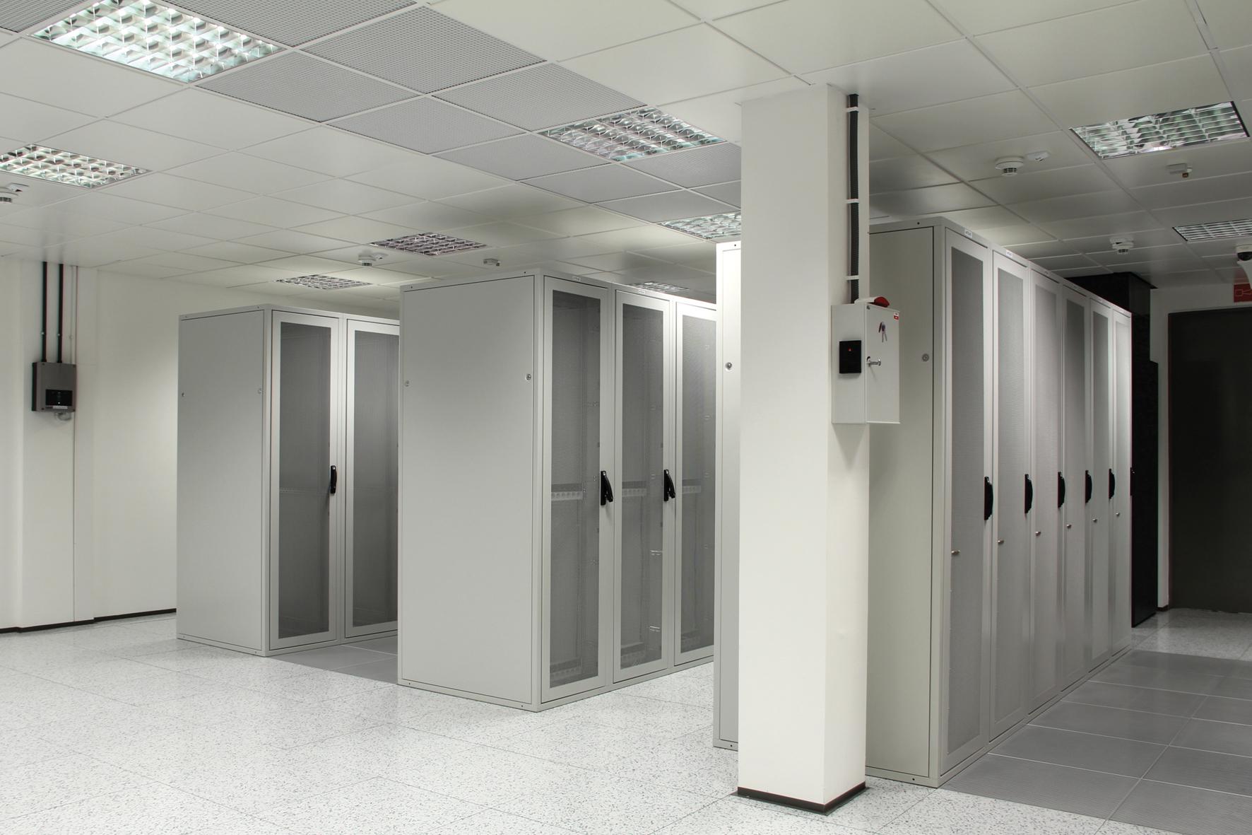 Bezpieczne usługi kolokacji i transmisji danych od ATM