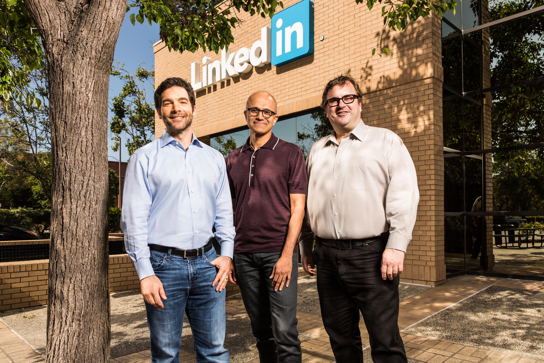 Jak Microsoft zarobi na LinkedIn