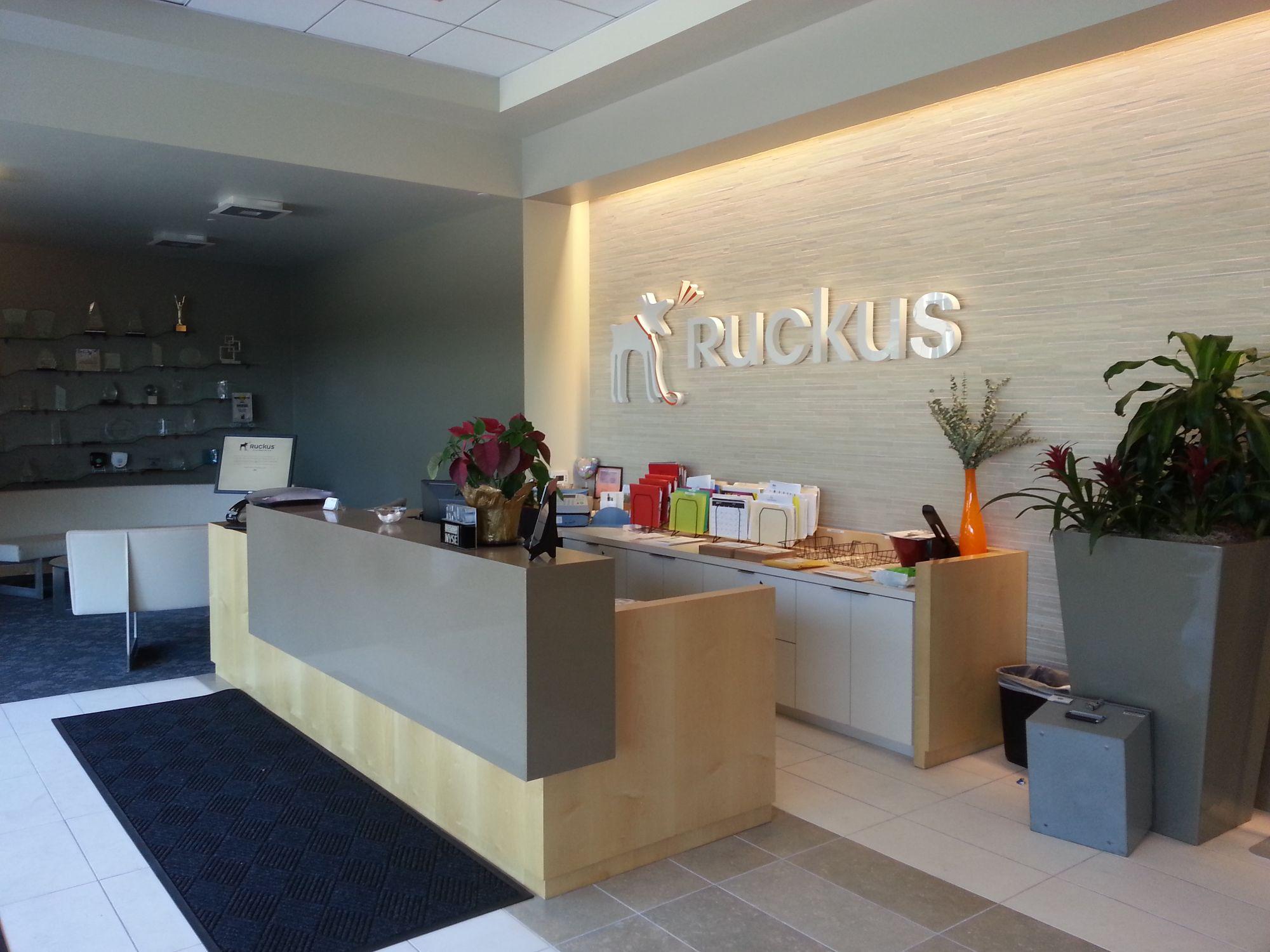 Ruckus Wireless przechodzi z rąk do rąk