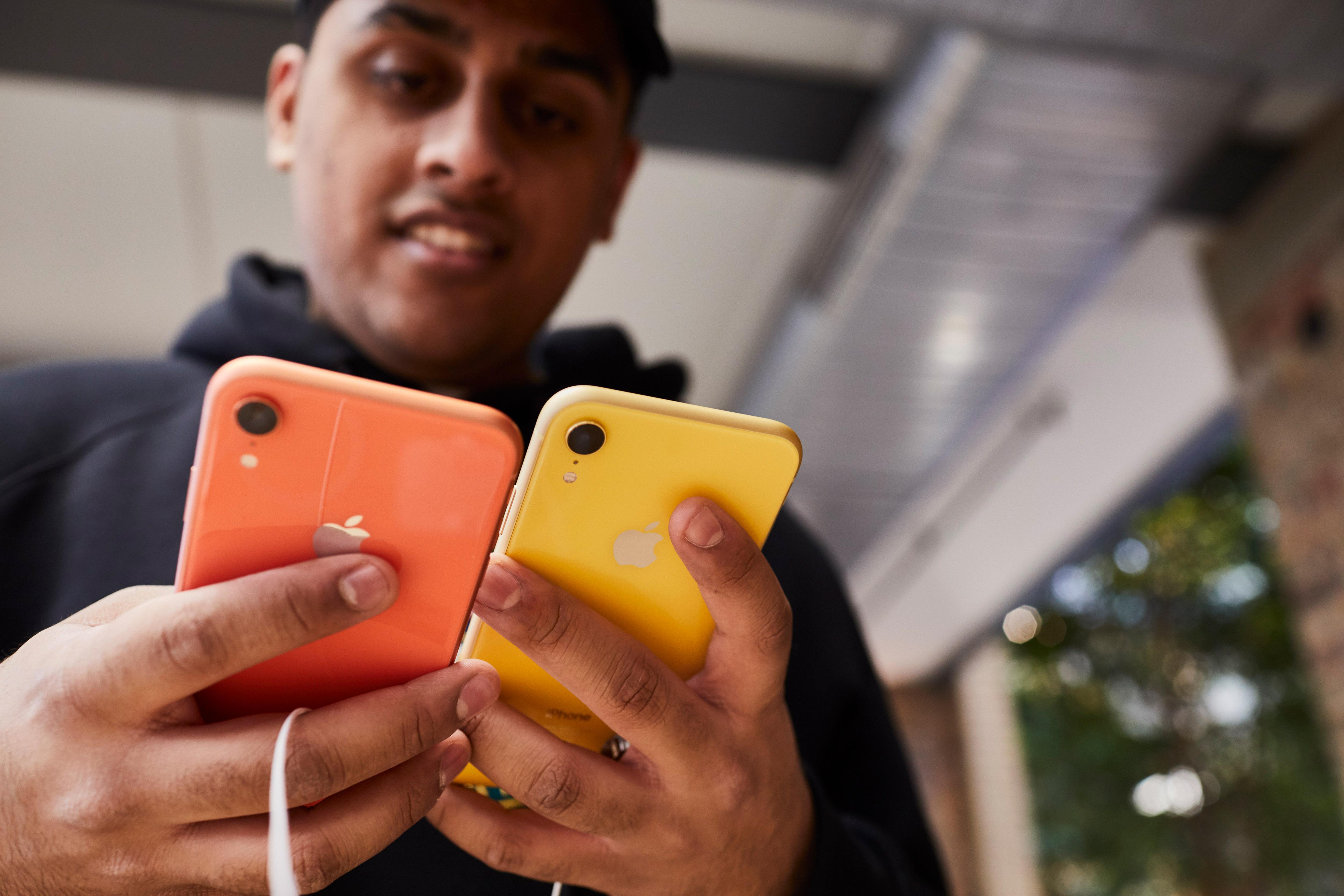 Spada sprzedaż iPhone'ów, Apple zetnie ceny
