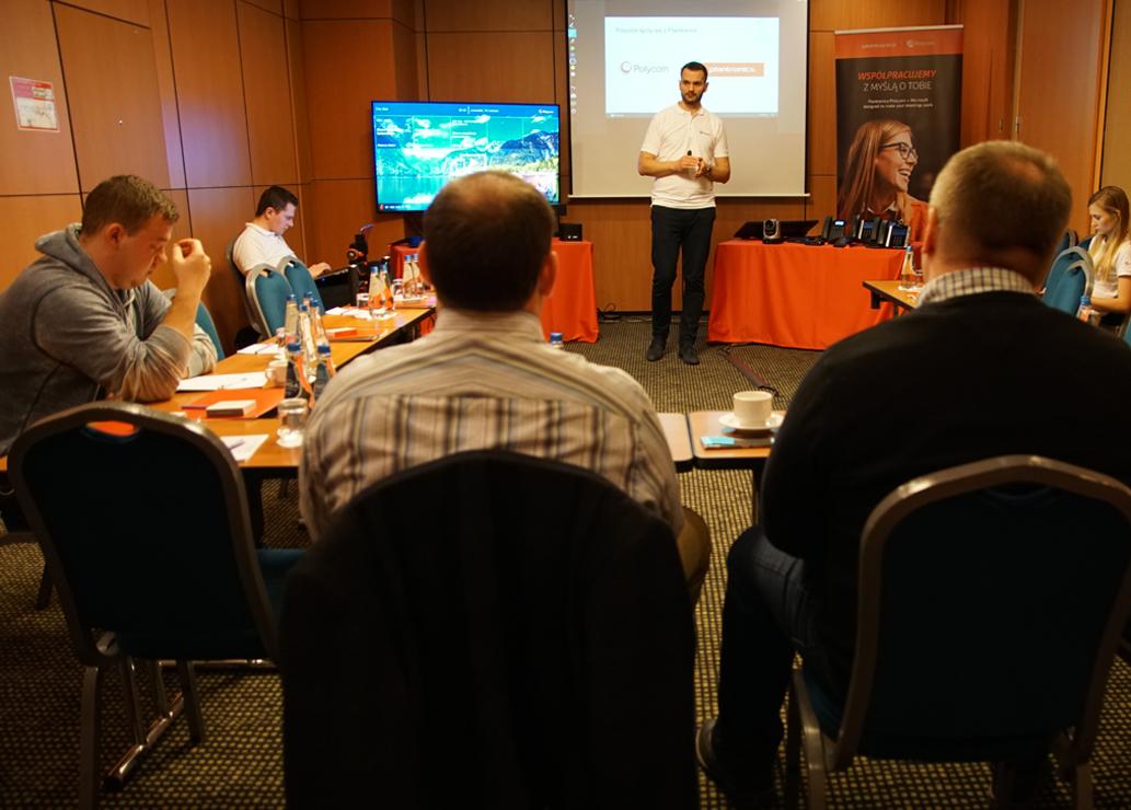 Poly: biznes napędzany komunikacją