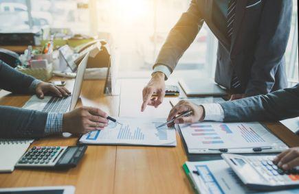 Kompromis MCI z inwestorami
