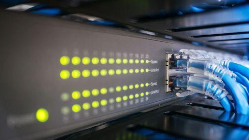 Przetarg: MF podłącza się do internetu