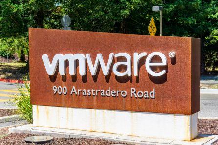 Dell rozważa sprzedaż VMware'a